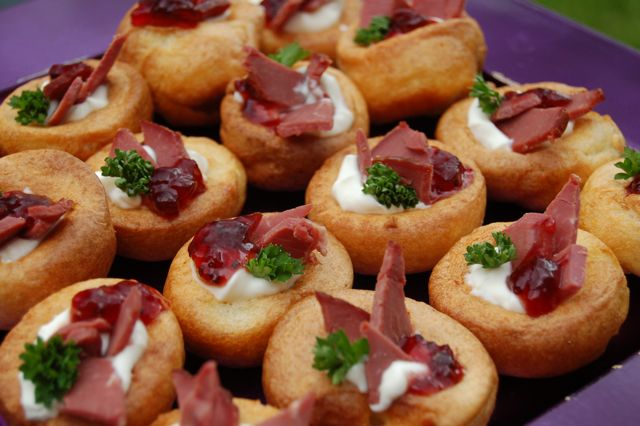 Christmas entertaining christmas buffets canapes dinner for Canape menu prices